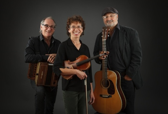 Le Bruit Court dans la Ville Québécois power-trio [© 2015]